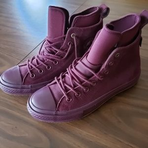 Converse high top leather boots 8.5 Women NEW